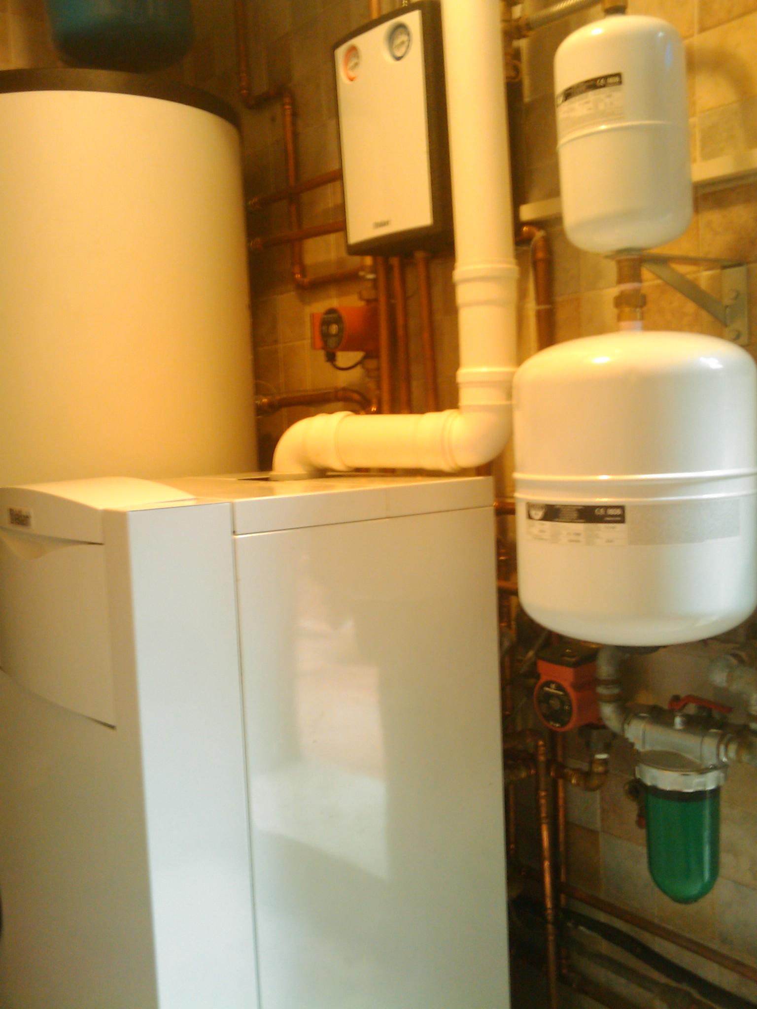 3V SERVICE I NOSTRI LAVORISolare termico forzato con caldaia a condensazione